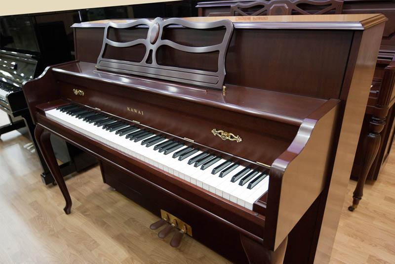 우아한 디자인의 가와이 업라이트 피아노 607 마호가니 피니쉬 _http://dn.cosmosmusic.com/upload/newUpload/SE_Uploader/20180221/3_607mh.jpg
